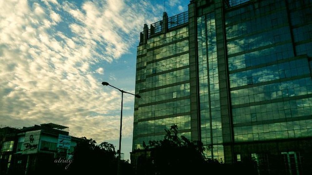 Beratapkan langit... Sonyxperiaz Sonyxperiaid Fotograferamatiran Droidgraphy Landscape Landscape_lovers Landscapephotography Jakarta Potoaingkumahaaing Instanusantara Instafeed Streetphotography Streetstyle LensaFotografer Telkomselmerahputih