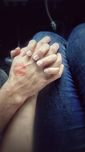Human Body Part Human Hand One Person People Indoors  Close-up Lifestyles Adult Adults Only Leisure Activity One Man Only Low Section Real People Day Only Men Men Young Adult Kiss Hishand My Hand  ILY SantaLucíaHN Trip Sorprise Adults Only