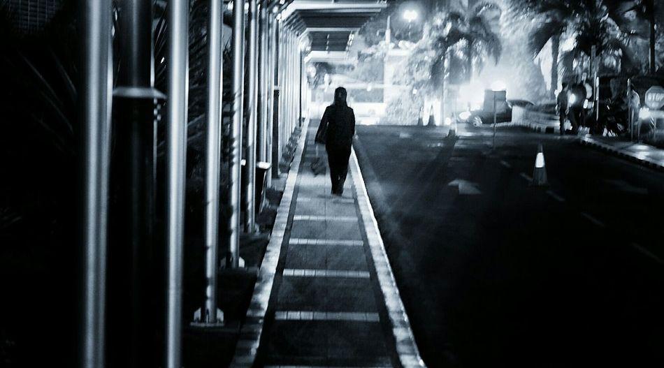 Streetphotography People Jakarta EyeEm Indonesia Nightphotography Light And Shadow Learn & Shoot: Leading Lines Everybodystreet Blackandwhite
