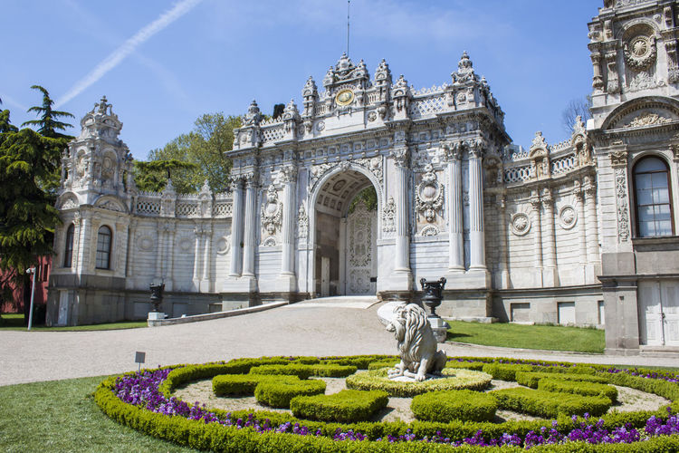 Architecture Built Structure Outdoors The Past Travel Destinations History No People Day Statue Building Exterior