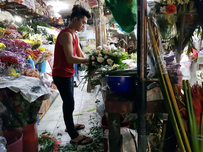 Eyeem Philippines The Week on EyeEm Flower Arrangement Standing Working Business Finance And Industry Market Stall Flower Shop Florist Farmer Market Flower Market
