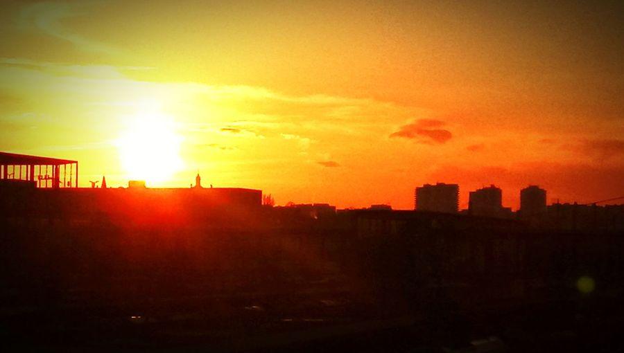 sunset Hochhäuser über Den Arcaden Sunset Silhouette Cloud - Sky Sun No People Outdoors Sky Travel Destinations Built Structure Red Nature City Urban Skyline Cityscape
