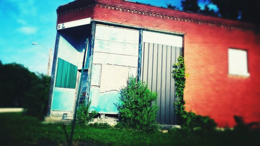 Nature Taking Over Again The Architect - 2016 EyeEm Awards MERICA!! Fresh On The Market 2016 Enjoying Life Kansasoutdoors Little Town Kansasphotographer Kansas Taking Photos Outdoors Abandoned Old Buildings Glaxays5 Small Town Hanging Out Exploring New Ground Industrial Nature Takes It Back