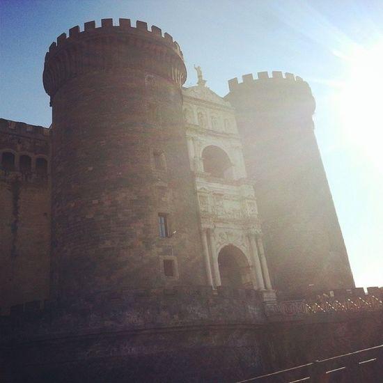Io a Napoli (Maschio Angioino ). Ma se siete a Milano e volete trovare un pezzo di Napoli, e volete salvare un pezzo di Napoli, stasera (dalle 18:30) non mancate da Gattò (Milano, via Castelmorrone) x un brindisi favore di madeincloister: per recuperare un seicentesco chiostro a Porta Capuana e trasformarlo in un centro internazionale di scambio delle culture. https://www.facebook.com/events/178056295727312 @ollymartinetti