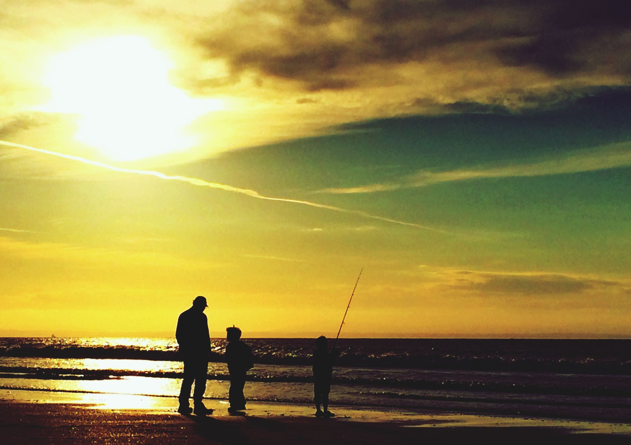 sunset, silhouette, sea, sun, water, horizon over water, sky, orange color, leisure activity, scenics, lifestyles, beauty in nature, men, beach, tranquility, tranquil scene, cloud - sky, nature