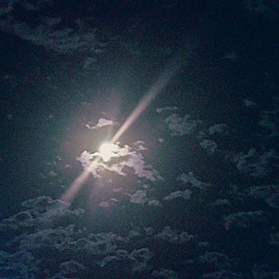 Beautiful moon tonight! Beautifup Beautifulmoon Moon Wisconsin Eauclaire Broadway Waterstreet Fullmoon Brightnight Brightmoon