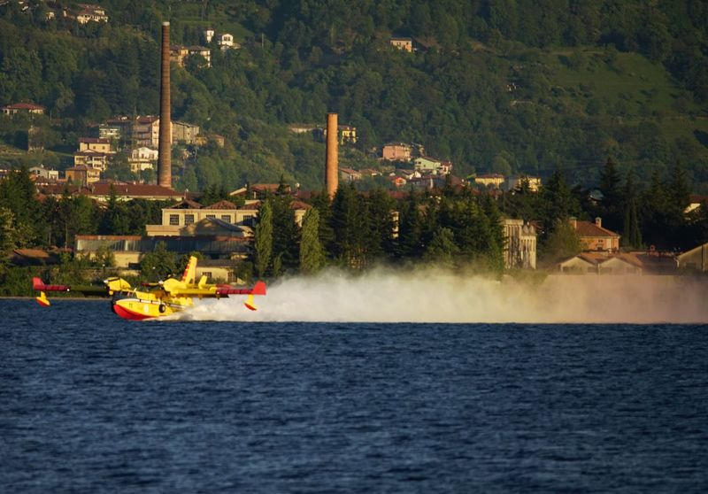 Water Canadair Arcobaleno  Rainbow Paint The Town Yellow