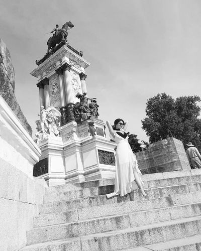 Blackandwhite Photography Travelphotography Photooftheday Itsmebytheway MeMyself&I Stylish Fashion Shoot Your Life Madrid Spain🇪🇸 Enjoying Life Sightseeing Outdoors Sculpture Amazing Places Love Happytime Sky Day Statue