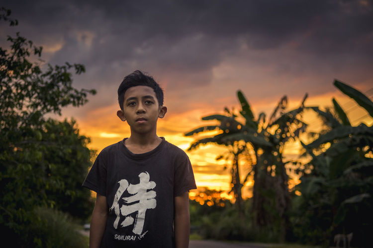 boy and the sun leaving him Portrait Sunset One Man Only One Person People Sky Casual Clothing Cloud - Sky Young Adult One Young Man Only Outdoors Tree Lifestyles Day Nature Looking At Camera Boy Child Children Children's Portraits Face Expression Real People Children Of The World The Portraitist - 2017 EyeEm Awards
