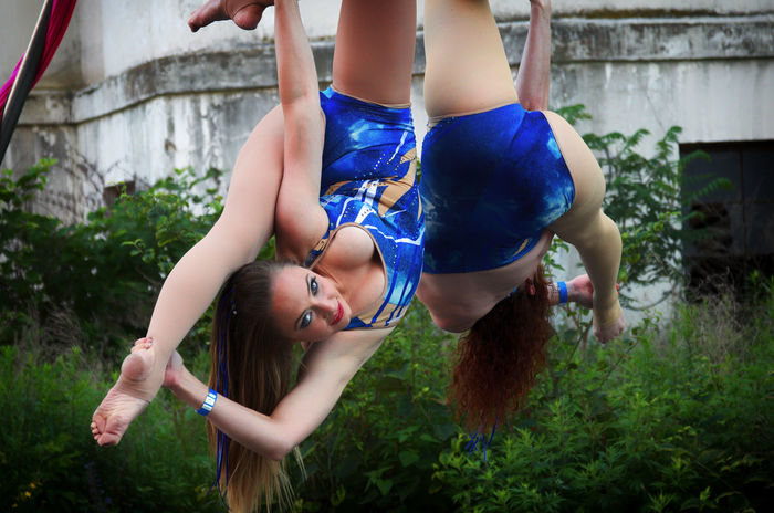 Bonding Girls Gymnastics Real People Smiling Trapeze Artist Two People Young Women