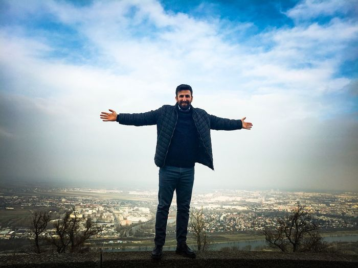 #Kahlenberg#Husband Sky Cloud - Sky Arms Outstretched Front View Standing Young Adult Smiling Happiness Looking At Camera