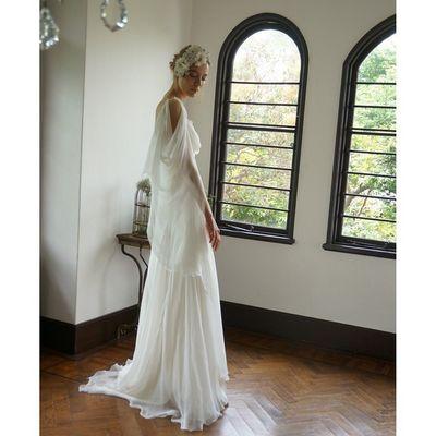 昨日アップロードした後ろ姿のサイドフェイスです。。。 ギリシャ神話の女神の様です。。。 実は当店の名前Cli'Oクリオはギリシャ神話に出てくる芸術をつかさどる神の名前なのです。。。 ウェディングドレス クリオマリアージュドレス ドレス Cliomariage Weddingdress Dress ドレス カラードレス クリオマリアージュ ガーデンウエディング Wedding ウェディング 結婚 結婚式 結婚式準備 タキシード Accessory アクセサリー ヘッドドレス ギフト ブライダル Fashion ファッション ナチュラル プロポーズ 渋谷婚纱撮影前撮りプレ花嫁結婚準備