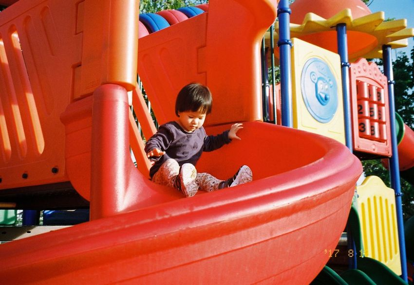 Olympus Mju Ll Childhood Elementary Age Iusefilm Kodakcolorplus200 Leisure Activity Lifestyles Outdoors Playing