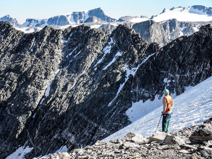 Backpacking through the Wind River Range in Wyoming Wyoming Nols Backpacking Mountain Lifestyles Snow Mountain Range Outdoors