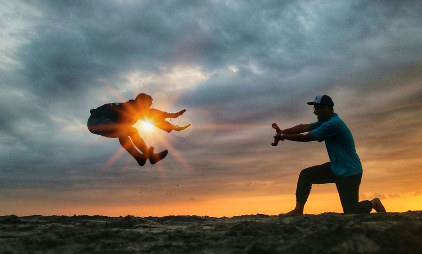 Serangan senja Sunset Men Flying Headwear Justice - Concept Crime Activity Full Length The Creative - 2018 EyeEm Awards