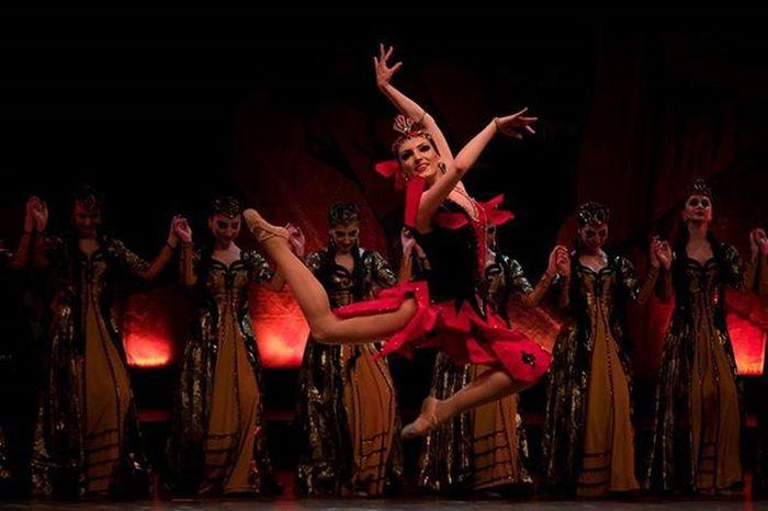 Bari Bedagan & Maral Dance ensemble Worlddanceday Dance Armenian