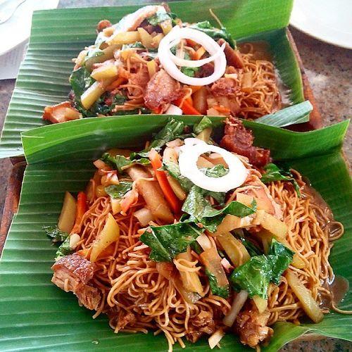 First time ko maka kain ng pancit na nilalagyan ng suka.. XD Happybelly Happykid Thankful Blessed  Lunch Marketmarket 100days 100happydays