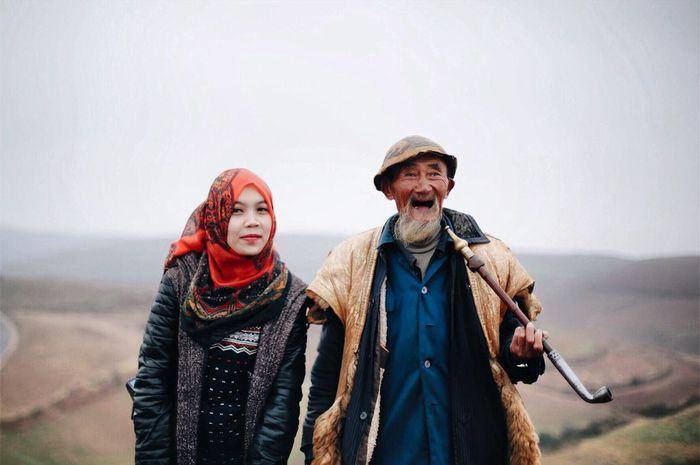 Traveling Home For The Holidays Finding New Frontiers Fresh On Eyeem  Hobbyphotography Follow4follow Two People Portrait Senior Adult Waist Up Adults Only Front View Senior Men Standing Scarf Outdoors Men Lifestyles Only Men Togetherness Smiling Traveling People Day Sky Photography