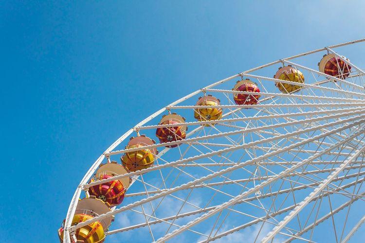 Riesenrad EyeEm Selects Arts Culture And Entertainment Amusement Park Low Angle View Ferris Wheel Amusement Park Ride Clear Sky Blue Leisure Activity Big Wheel Fun Sky No People