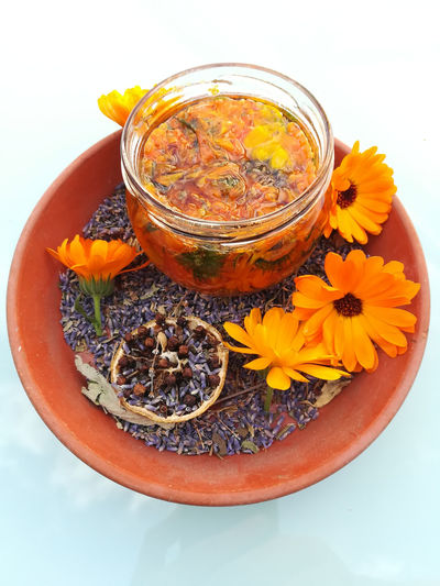 Calendula Officinalis Heilpflanzen 🌾 Oel Ringelblume Therapy Aromatherapy Oil Calendula Close-up Flower Flowering Plant Freshness Glass - Material Homeopathic Medicine Homöopathie Indoors  Lavender Medicinal Herbs Nature Naturopathy No People Orange Color Pflegeöl Plant