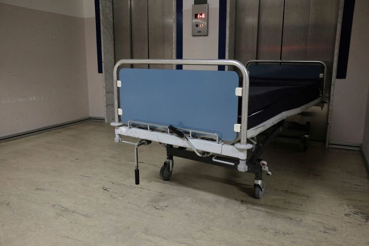 empty stretcher in front of hospital lift Elevator Emergency Hospital Transport Absence Architecture Clinic Empty Equipment Flooring Gurney Healthcare And Medicine Indoors  No People Stretcher Symbol Transportation
