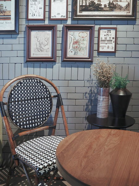 Brick Wall Architecture Cafe Chair Day Frame Frame Wall Gray Home Interior Indoors  No People Old-fashioned Rattan Chair Table