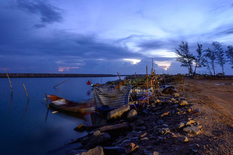 Abandoned boats on lake against sky