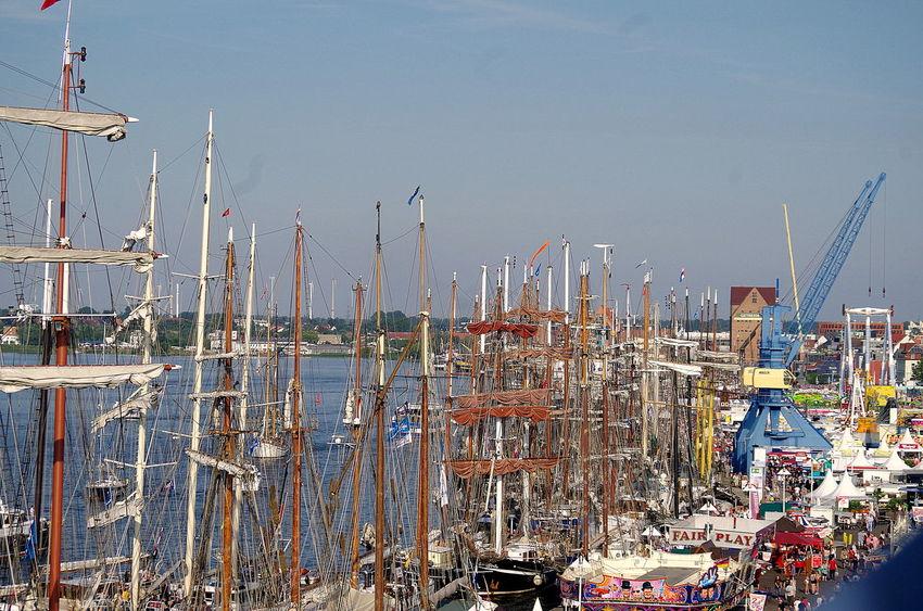 Blick vom Riesenrad auf Stadthafen A Bird's Eye View Bustle City Harbor Crane HanseSail Kran Mast Rummel Sailing Ship Segelschiff Stadthafen Rostock Wasser Water
