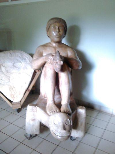 escultura de madera de un hombre taino Taino Borikén Puertoricotourism Sculpture
