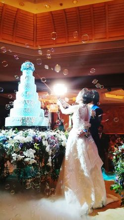 👫 Arts Culture And Entertainment Night Illuminated Indoors  Water Full Length People One Person Adult Adults Only One Man Only Carousel Ice Rink Only Men Dryice Wedding Wedding Photography Cake Bride Groom Gr52017 Huaweigr52017 Bubbles