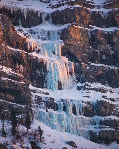 Naturechallenge Photo 2/7: As I drove into that sunset, the last rays of light were caught by frozen waterfalls of Provo canyon. I really seem to forget about this canyon because its so busy, but there is some great sights to see up it. ----- Thanks to the awesome @bader.aldurai to this challenge! (Go check his stuff out!) - 7 images in 7 days. I might just be able to pull this off ;) And to pass it forward, I challenge @winncrow to show some more of his handy work, ----- Sunsets Utah Utahgramer Provo Provocanyon Utahvalley Nature Mountains Icecicles Visitutahvalley