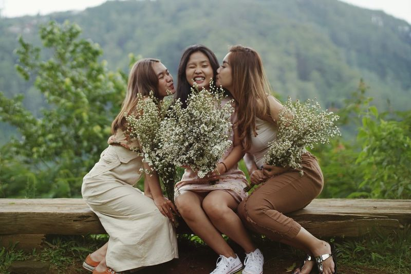 Shoot with best friends in nature idea