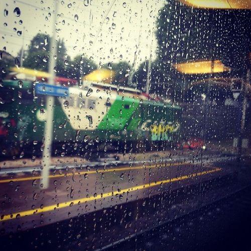 No ma...bel tempo :) :) Varese Varesenord Trenordfreetime Trenord giugno estate2014 stazione nordcargo pioggia gocce vetro raining rain