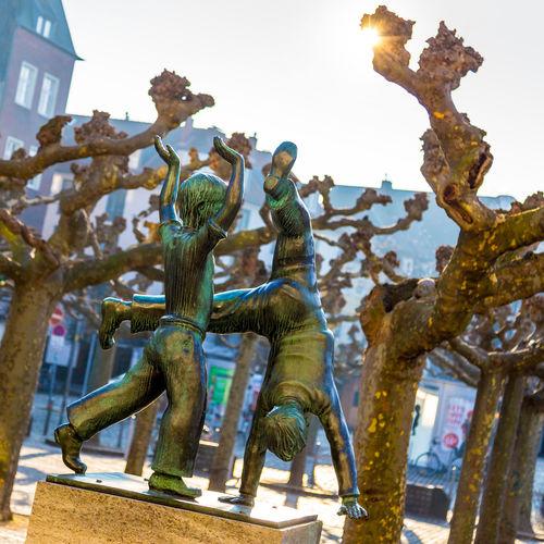 Radschläger, Duesseldorf, Germany Altstadt Backlit Cartwheel Cartwheeler Deutschland Duesseldorf Düsseldorf Fountain Gegenlicht Germany NRW Radschläger Sculpture