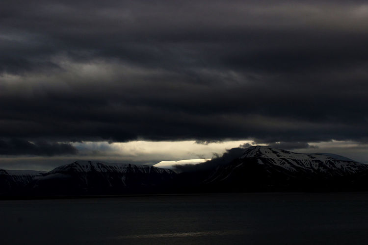 Sassenfjorden Spitzbergen Beauty In Nature Cloud - Sky Mountain Scenics - Nature Snowcapped Mountain Tranquil Scene