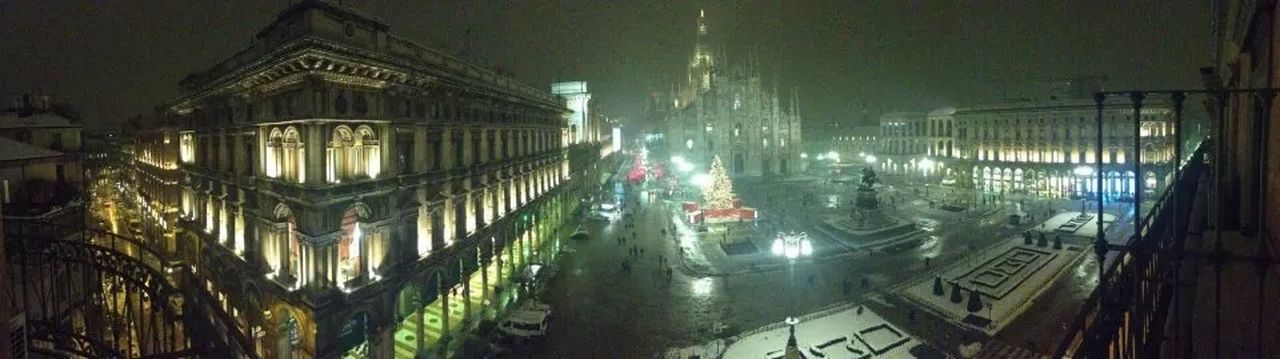 Amazing View Out The Office Window Piazza Duomo in Milano