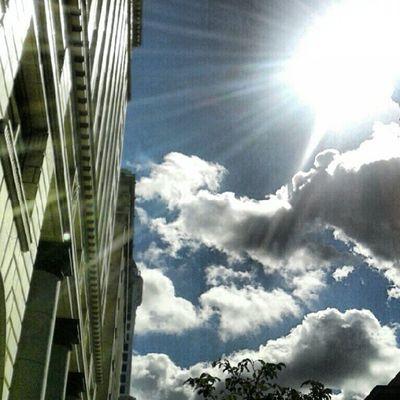 Fmsphotoaday Lunch. Taking pics on my break. ThisiswhatIGwasmadefor Insta_underdog Instafy igaddict iloveseattle picoftheday projectlookup photoadayoctober photooftheday photoaday instadaily igers instalove webstagram downtown sun sky skyporn skydrama clouds cloudmancing cloudporn