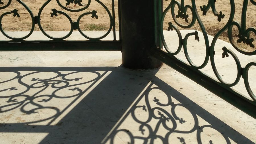 Hanging Out Check This Out Hello World Man Made Structure Shadow Shadows & Lights Shadowplay Shadow And Light Sun Shining Bright Sunshadow Ironwork  Iron Pillar