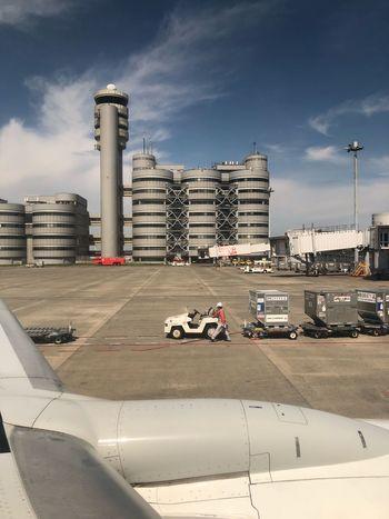 東京にランデッド☆ #スカイマーク #SKYMARK Haneda Airport Skymark Airlines Skymark Airplane Architecture Built Structure Building Exterior Sky City Cloud - Sky Nature