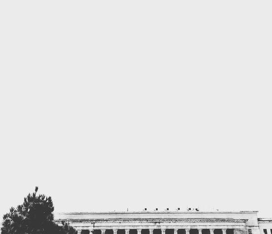 Nota de rodapé. Traveling Black & White Contrast Old Buildings Architecture Architecture_bw White Background Mobgraphia