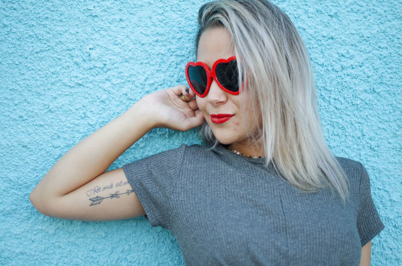 Sunglasses One Person Fashion Glasses Women Hair Portrait Front View Blond Hair Hairstyle Headshot Young Adult Adult Young Women Beautiful Woman Casual Clothing Real People Leisure Activity Blue Red Heart