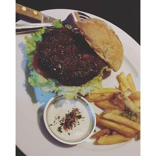 Yummy!! Sira ang diet..ang tanong nagdidiet ba ako.. @itsmemajoy14 AngusBurger