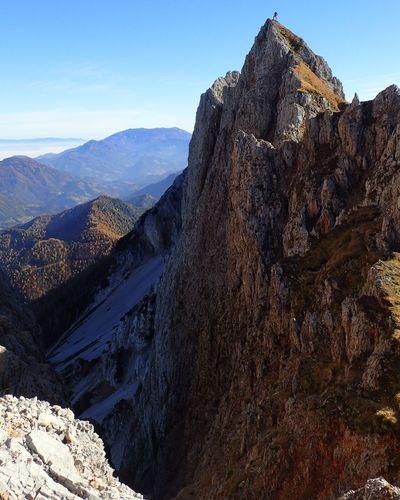 😨😨on tHe edGe😨😨 Beauty In Nature Landscape Mountain Outdoors Mountaingirls Igslovenia Hello World IfeelsLOVEnia Kampadanes OnTheEdge Kosutnikovturn Karavanke Karawanken