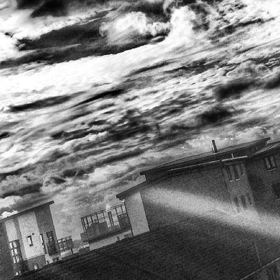 Selondon Selondonforever Selondonsky Selondontillidie selondonrules blackandwhite blackandwhitephotography blackandwhitephoto blackandwhiteoftheday blackandwhitepic silwoodestate sky clouds cloudscape cloudstagram cloudsporn cloudsky cloudscapes cloudsoftheday cloudsofinstagram cloudslovers cloudspotting