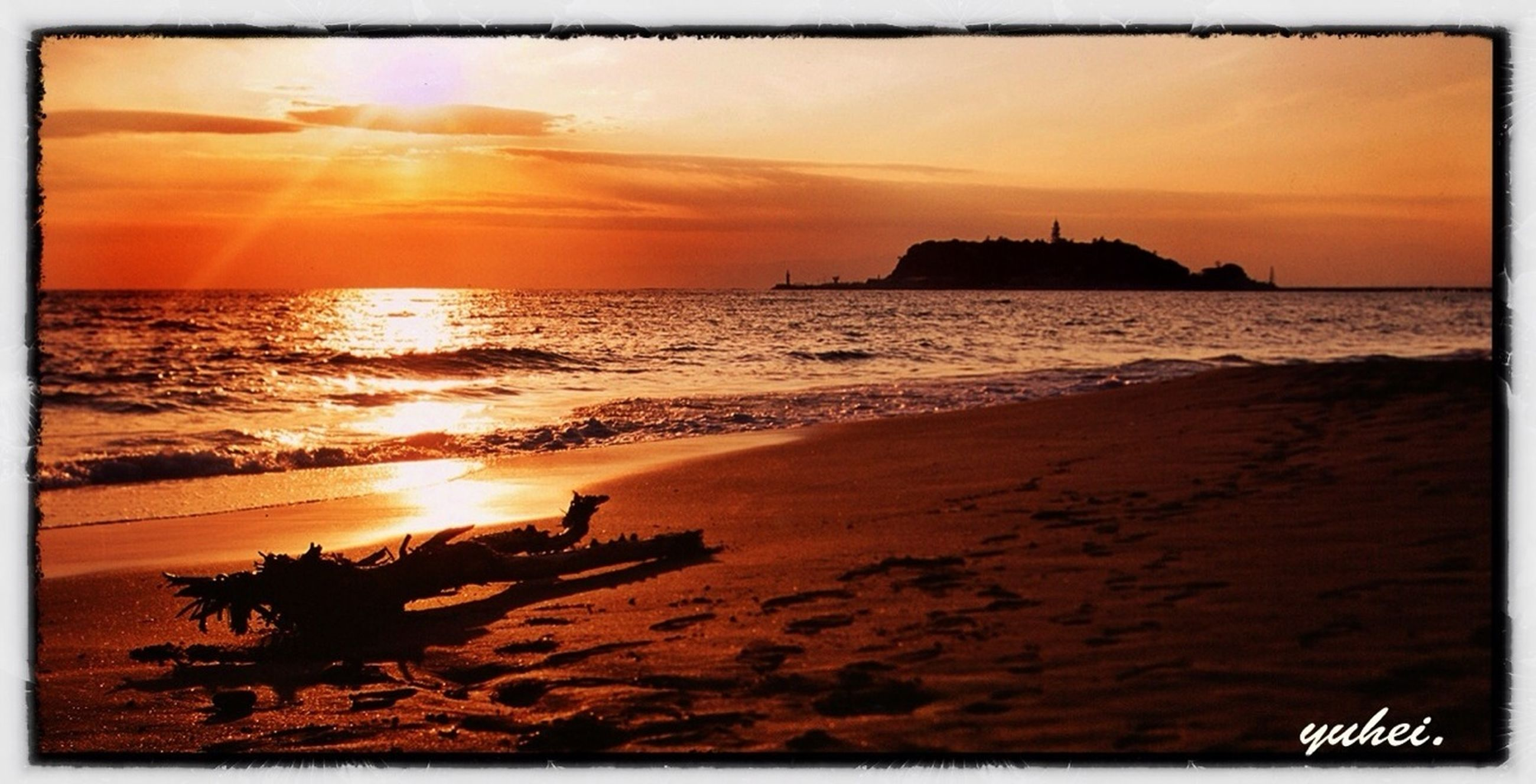 sunset, sea, transfer print, water, horizon over water, sun, beach, scenics, orange color, beauty in nature, auto post production filter, sky, tranquil scene, shore, tranquility, idyllic, nature, sunlight, reflection, coastline
