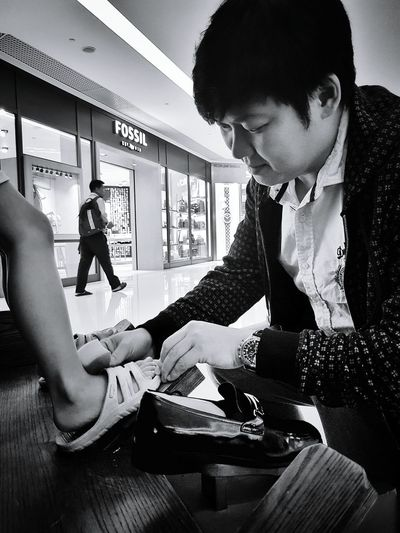 Business Men Fashion Well-dressed Bnw_captures Black & White Businessman Real People Suit People Day Indoors  Live Photography Lifeisbeautiful Occassion Streetphotography Happyson Sunwayputramall Chinese New Year Fatherhood Moments CNY2017 Father & Son Shoe Polish Bnw_collection Blackandwhite Photography