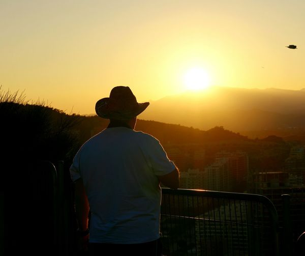 Sightseeing Enjoying Life Sight Seeing Taking Photos Landscapes With WhiteWall Benidorm Spain City Silhouette Cityscapes Mountains Mountain View Sunset Watching The Sunset Watching The Sky Things I Like 43 Golden Moments