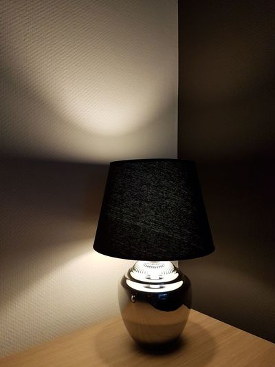 Table Lamp Light Silver Lamp Light And Shadow Side Table Illuminated Living Room Lamp Shade  Home Interior Table Electric Lamp Close-up Electric Light Corner