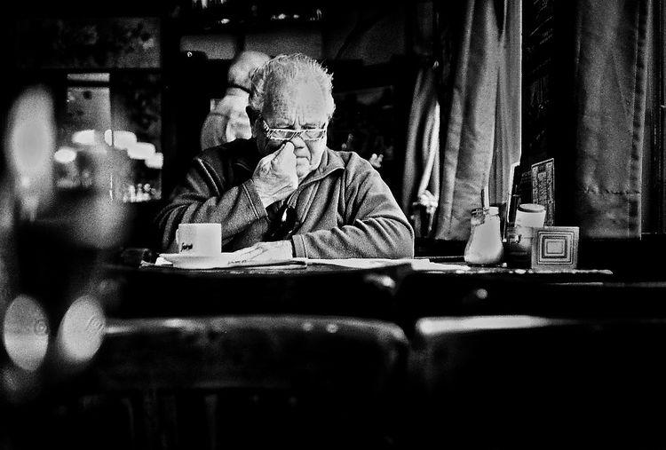 Nose-Job Straatfoto Street Photography Amsterdam Streetphotography Konica hexar Konicahexar analog Ilford