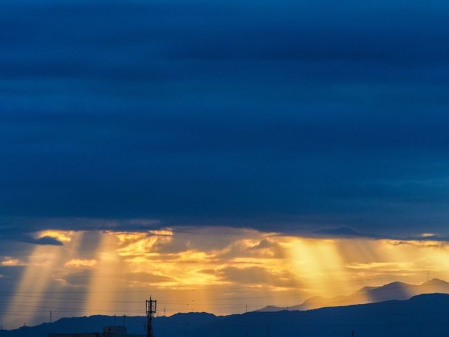 Beautiful crepuscular rays appeared this evening. Sunset Sky Cloud - Sky Crepuscular Rays Tranquil Scene Tranquility Nature Beauty In Nature Sky And Clouds Atmosphere Sunbeam Olympus M.zuiko Japan 薄明光線 天使の梯子 M.ZUIKO DIGITAL